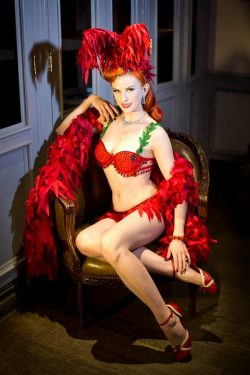 Bettina May in classic burlesque garb (Photo: Anna Fischer)
