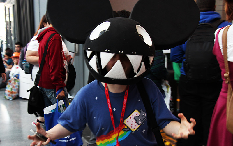 A deadmau5 head accompanying a Nyancat shirt.