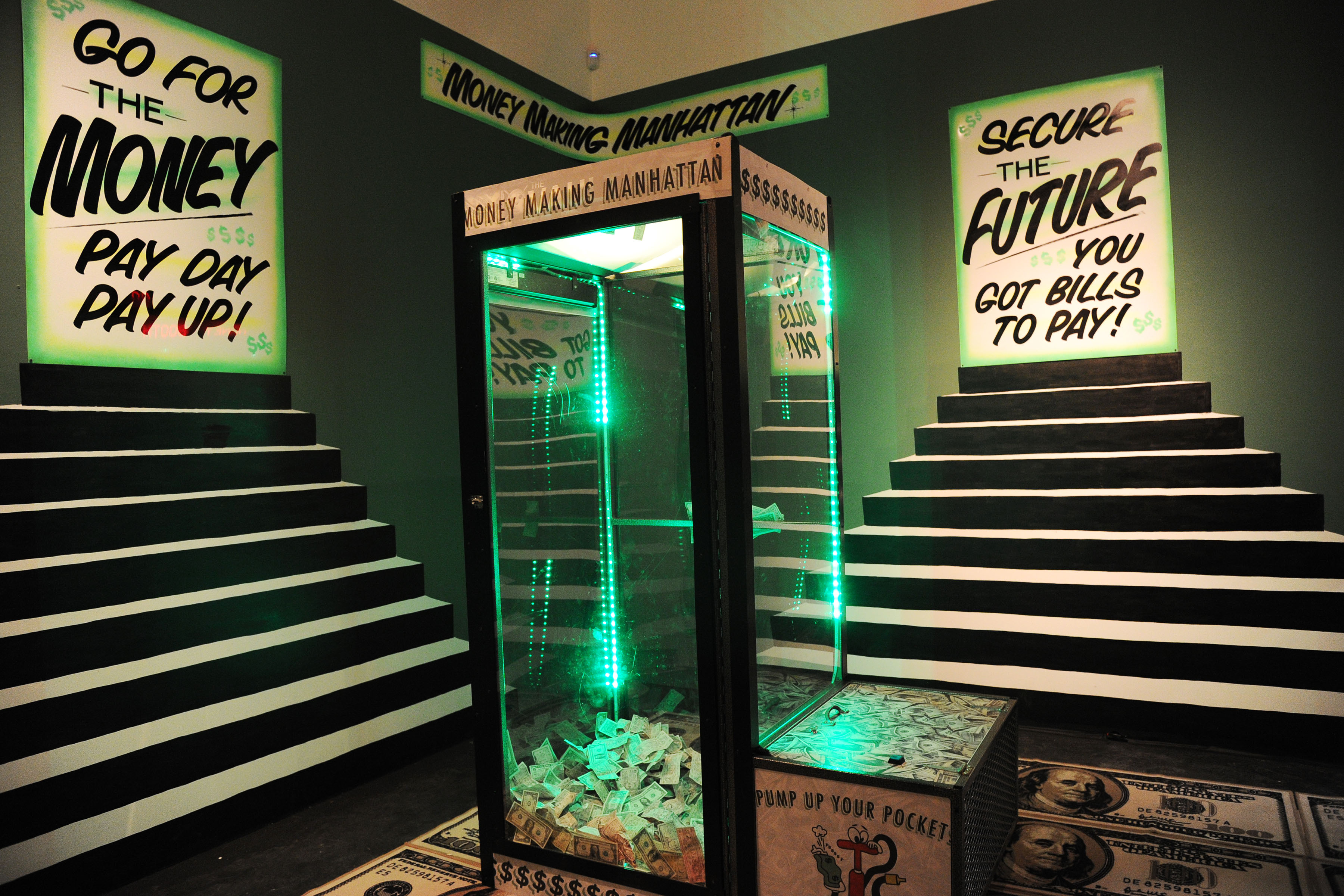 The money booth. (Photo: Patrick McMullan)